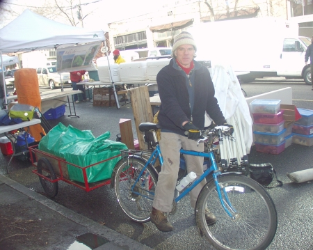 Communi-Tea Kobucha comes to the Market by bicycle power. Photo copyright 2009 by Zachary D. Lyons.