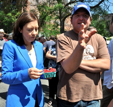 Clayton Burrows of Alm Hill Gardens (a.k.a., Growing Washington) talks farmers markets with Senator Maria Cantwell at Ballard Farmers Market. Copyright Zachary D. Lyons.