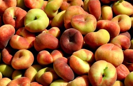 Donut peaches from Tiny's Organic Produce. Photo copyright 2013 by Zachary D. Lyons.