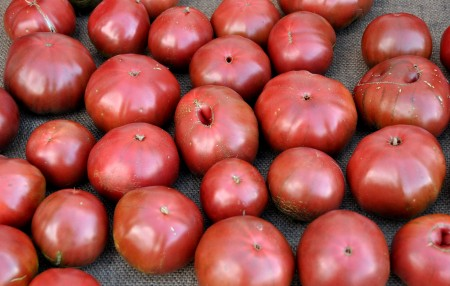 Cherokee purple tomatoes from One Leaf Farm at Ballard Farmers Market. Copyright Zachary D. Lyons.