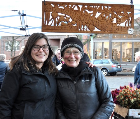 Marina & Michaele from Growing Things Farm at Ballard Farmers Market. Copyright Zachary D. Lyons.